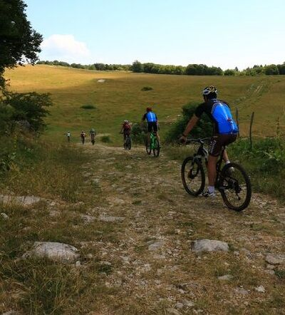 Mountain bike loop number 12 starting from Les Plans d'Hotonnes - Bugey's federal MB base.
