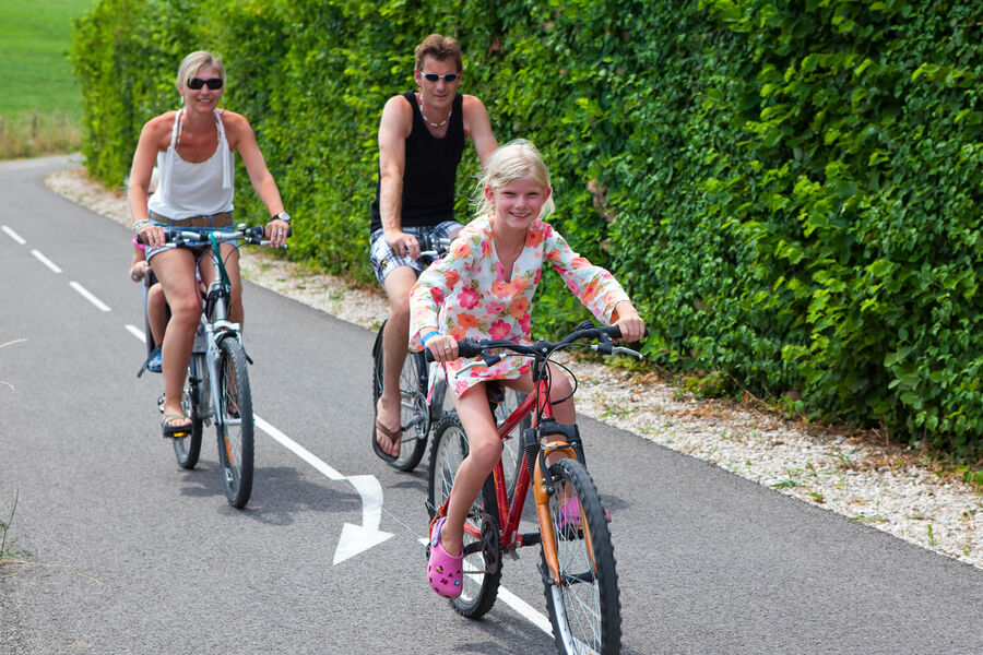 Bicycle, canoe, paddle and pedal boat hire at the Lac du Lit du Roi campsite